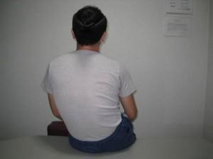股関節を痛めた座り方